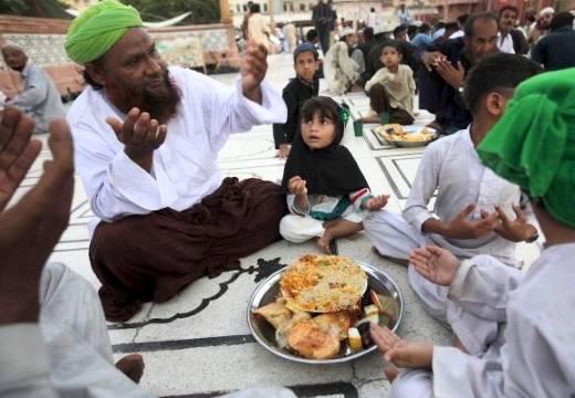 Мусульманская молитва перед приемом пищи